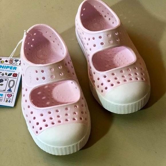 660ea2333ae465 Natives Juniper Iridescent Milk Pink Size 5